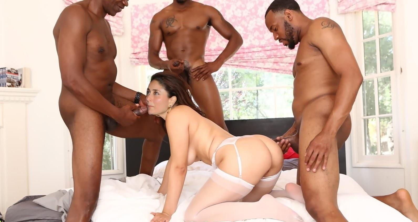 KareenaKapoorGroupSex - Kareena Kapoor Nude XXX Nangi Porn Pics