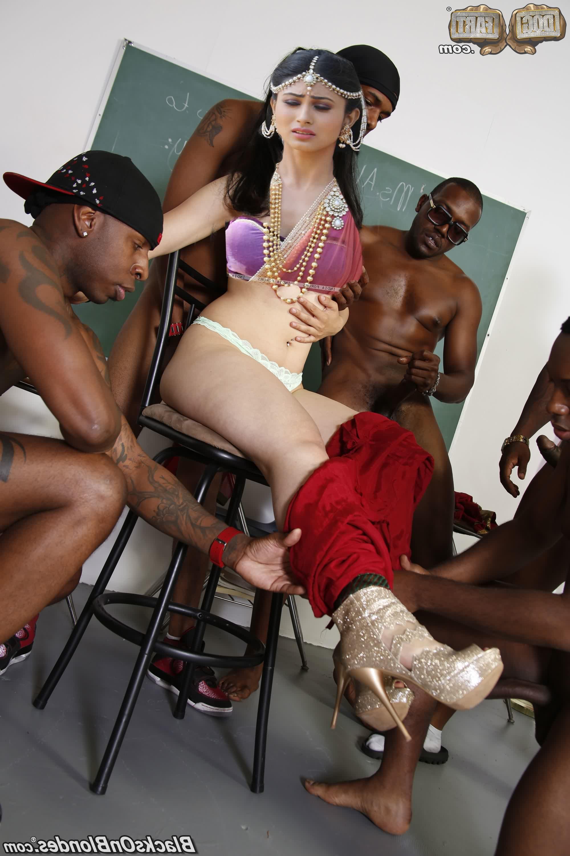 Mouni Roy chudai sex 8 - Tv Actress Mouni Roy Nude Boobs Sex Photos