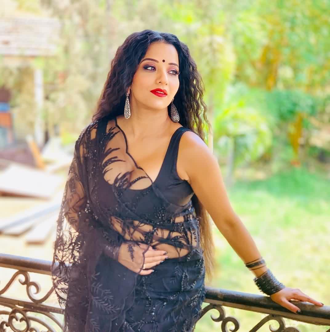 Antara Biswas hot xxx nude 3 - Mona Lisa Nude Bhojpuri Actress Naked pics